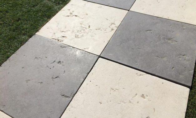 Effet de carrelage garanti avec la dalle Merida en pierre reconstituée