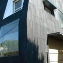 Maison individuelle avec un premier niveau en béton coulé